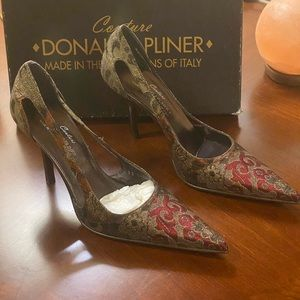 Donald Pliner classic tapestry stiletto pump in 9B